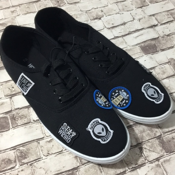 467175cd19 NWT Hot Topic Alien Stay Weird Shoes